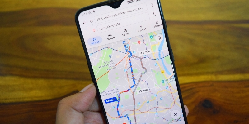 Google Maps launches interface and new voice
